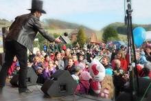 Kouzelník Čáry Kluk na městských oslavách