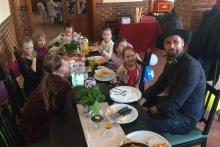 Kouzelník ČÁRY KLUK s dětmi na narozeninách