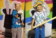 Veselí kamarádi na jevišti | ČÁRY KLUK kouzelník a komik