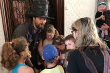 Kouzelník s dětmi
