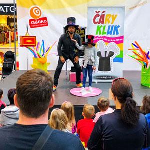 Kouzelník pro děti v nákupním centru