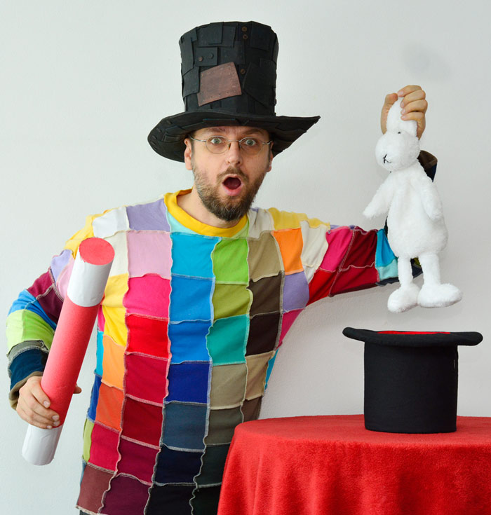 Kouzelník pro děti a králík z klobouku