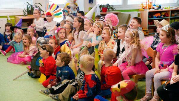Překvapení a kouzla | Kouzla ve školce s Čáry Klukem