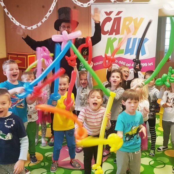 Modelování balonků s kouzelníkem | Čáry Kluk
